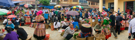 the-colourful-markets-of-bac-ha-market-hoian-private-car