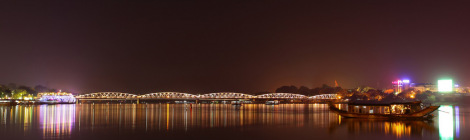 truong-tien-bridge-by-night